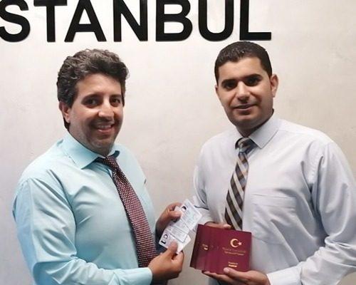 فؤاد بدوي وهو مستشار عقاري معتمد في تركيا يقوم باستخراج الجنسية التركية لمستثمر وعائلته